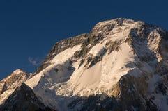 Montanha máxima larga no por do sol, acampamento de Concordia, K2 passeio na montanha, Paquistão imagens de stock royalty free