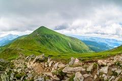 A montanha a mais alta de Ucrânia Hoverla 2061 m Cume de Chornogora, Ucrânia Imagens de Stock