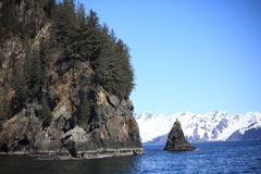 Montanha, mar, neve, rocha fotografia de stock royalty free