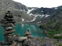 Montanha muito bonita, lago glacial imagens de stock royalty free
