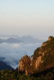 Montanha na luz solar do alvorecer Imagens de Stock Royalty Free