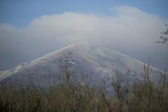 A montanha na neve imagem de stock royalty free