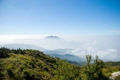 Montanha na nuvem Fotos de Stock