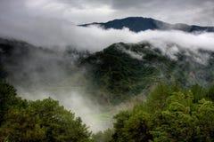 Montanha nas nuvens fotografia de stock royalty free