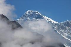 A montanha nepalesa de Lhotse é a quarta montanha a mais alta no mundo fotos de stock