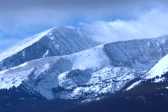 Montanha nevado   Fotos de Stock