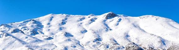 Montanha nevado da estância de esqui de Ziria em Corinth em Grécia Fotografia de Stock Royalty Free