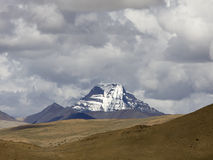 Montanha nevado sob o céu Imagens de Stock Royalty Free