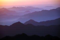 Montanha nevoenta Imagens de Stock