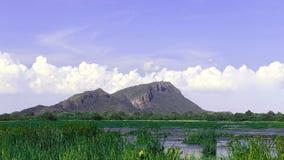 Montanha pela lagoa Foto de Stock Royalty Free