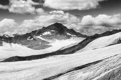 Montanha preto e branco Imagem de Stock