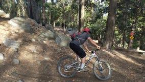 Montanha que Biking em apenas proeminente Fotografia de Stock Royalty Free