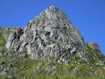 Montanha rochosa áspera no verão Foto de Stock