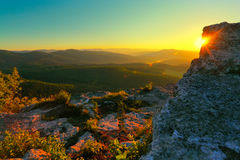 Montanha rochosa e raios de sol Imagens de Stock
