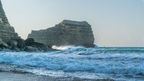 Montanha rochosa no oceano Foto de Stock