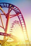 Montanha russa estilizado do vintage no parque de diversões Imagem de Stock