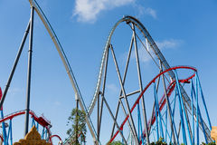 Montanha russa no parque temático de Entartainment do divertimento Imagens de Stock