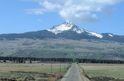 Montanha solitária do cone fotos de stock royalty free