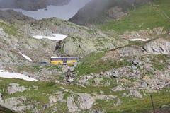 Montanha suíça com ônibus Foto de Stock Royalty Free