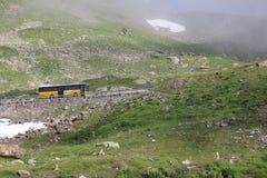 Montanha suíça com ônibus Imagem de Stock Royalty Free