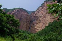Montanha verde & vermelha Fotos de Stock Royalty Free