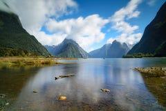Montanha, vista dos fiordes de Milford Sound de Nova Zelândia Fotografia de Stock