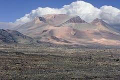 Montanhas vulcânicas no parque nacional de Timanfaya, ilha de Lanzarote, imagem de stock