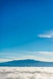 Montanhas acima das nuvens fotografia de stock royalty free
