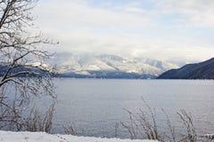 Montanhas alpinas do inverno imagem de stock royalty free