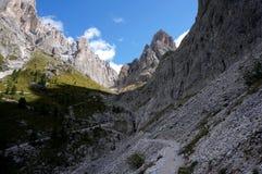Montanhas altas e paredes íngremes nas dolomites Imagens de Stock Royalty Free