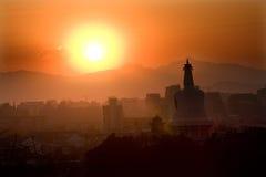 Montanhas Beijing China do por do sol de Beihai Stupa Imagem de Stock