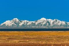 Montanhas bolivianas do Peru peruano de Puno do lago Andes Titicaca Imagens de Stock
