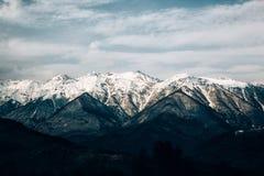 Montanhas bonitas, picos nevado Imagem de Stock Royalty Free