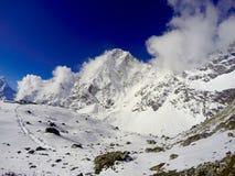 Montanhas brancas, passeio na montanha ao acampamento base de Everest Fotos de Stock Royalty Free