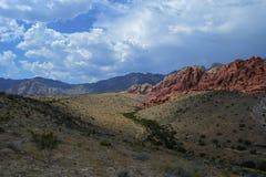 montanhas Céu-iluminadas Fotografia de Stock Royalty Free