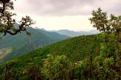 Montanhas cobertas com as nuvens Imagens de Stock Royalty Free