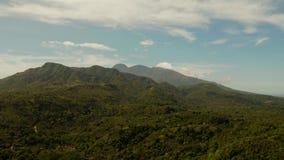 Montanhas cobertas com a floresta ?mida, Filipinas, Camiguin filme