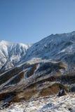 Montanhas cobertas com a neve Fotografia de Stock Royalty Free