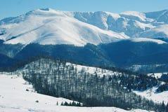 Montanhas cobertas na neve Foto de Stock Royalty Free