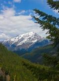Uma vista cénico de montanhas cobertos de neve Imagem de Stock Royalty Free