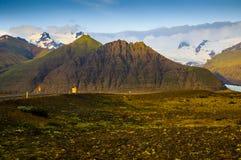 Montanhas cobertos de neve no por do sol Imagens de Stock Royalty Free