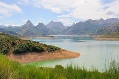 Montanhas com lago no.1 Fotos de Stock