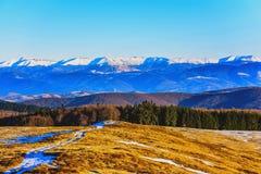 Montanhas com neve Imagens de Stock
