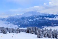 Montanhas com neve no inverno Ski Resort Laax Foto de Stock
