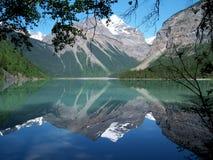 Montanhas com reflexão Foto de Stock