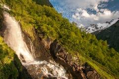 Montanhas, curso, natureza, lugar bonito, rios, água foto de stock