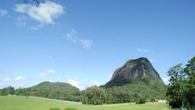 Montanhas da estufa de Tibrogargan da montagem Fotografia de Stock