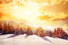 Montanhas da mágica do inverno
