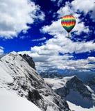 Montanhas da neve em Switzerland imagem de stock royalty free