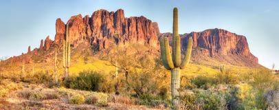 Montanhas da superstição Fotos de Stock